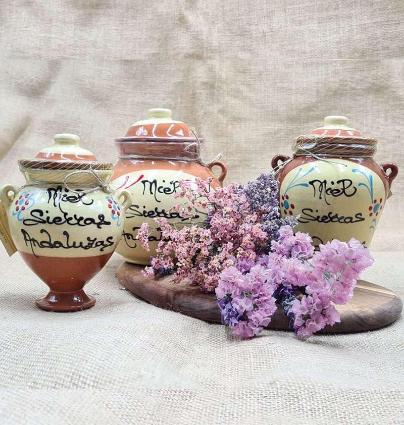 Compra Online tinaja de miel de flores. Miel hecha en España envasada en tinaja de barro.